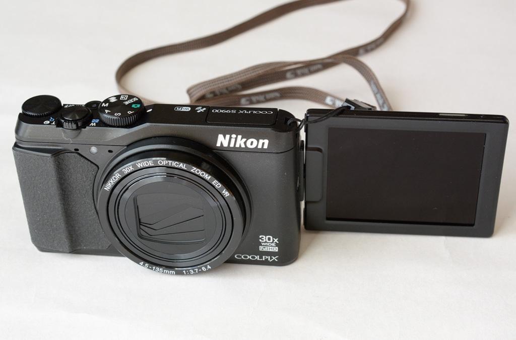 Nikon-S9900_self-pos.jpg